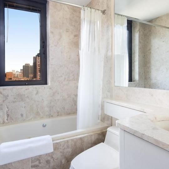 Apartments for sale at 100 United Nations Plaza in NYC - Bathroom