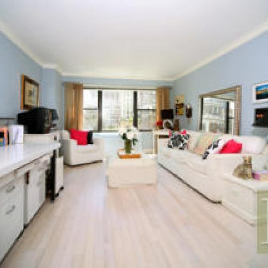 120 East 90th Street - NYC apartments for sale - Living room