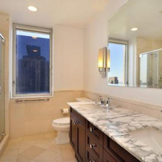 Bathroom - Bridge Tower Place - Manhattan Condoa