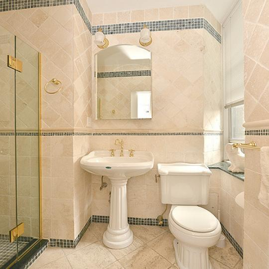 Apartments for sale at 780 West End Avenue in NYC - Bathroom