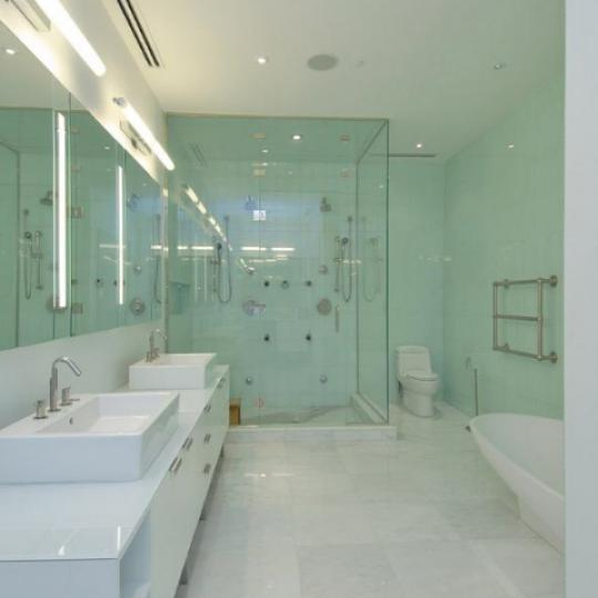 25 Bond Street Bathroom – Manhattan Condos for Sale