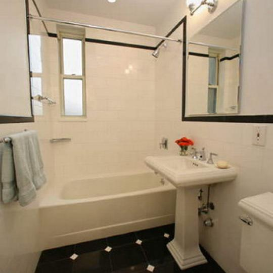 25 Fifth Avenue Bathroom – Greenwich Village NYC Condominiums