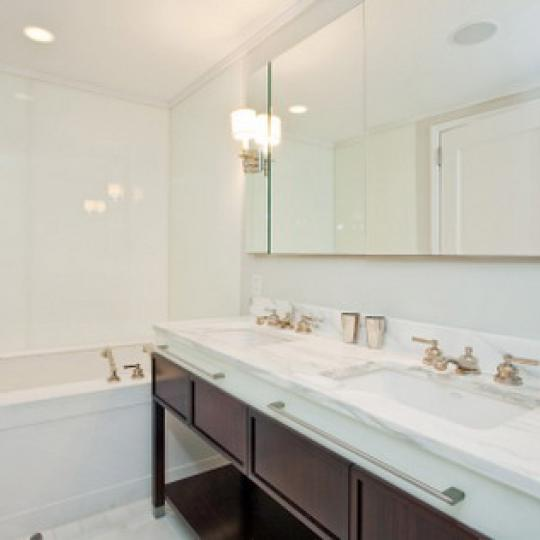 Barbizon 63 Condominiums – Bathroom