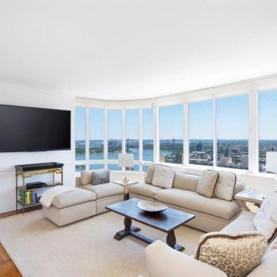 Livingroom at 455 East 86th Street in NYC