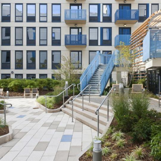 800 Tenth Avenue Courtyard – NYC Condos for Sale