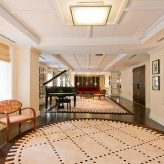 Barbizon 63 Lounge – Manhattan Condos for Sale