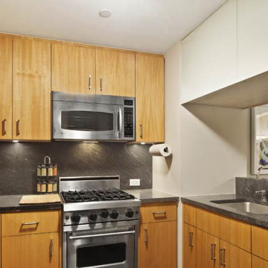 Kitchen - The Windsor Park - Manhattan Condos For Sale