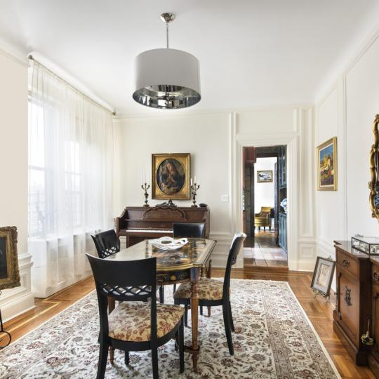 Avonova Living Room – Condominiums for Sale NYC