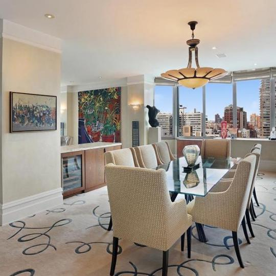 Bristol Plaza - Manhattan Apartments for sale - living room