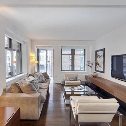 Living room - The Windsor Park - Manhattan Condos For Sale