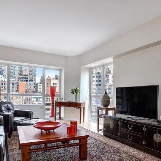 St James Tower - 415 East 54th Street - living room - Midtown East
