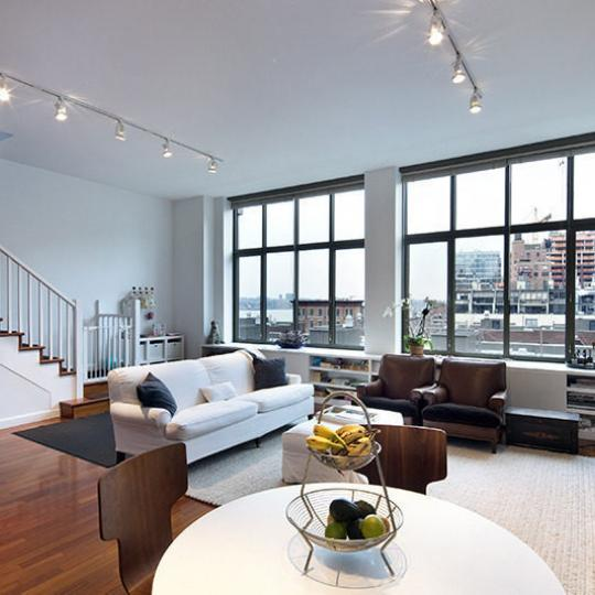 1 Morton Square condos for sale - Livingroom