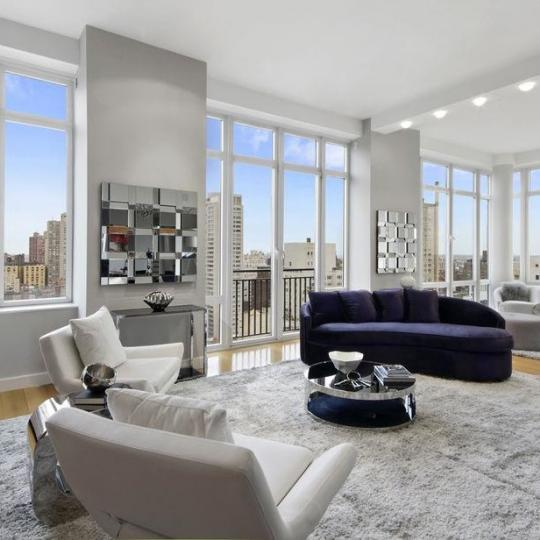 Condos for sale at 408 East 79th Street - Livingroom