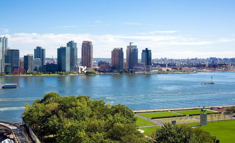 Stunning view from 100 United Nations Plaza in Manhattan
