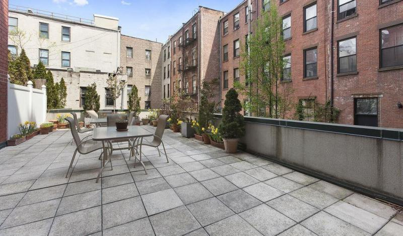 Courtyard at 2002 Fifth Avenue in Manhattan - Apartments for sale