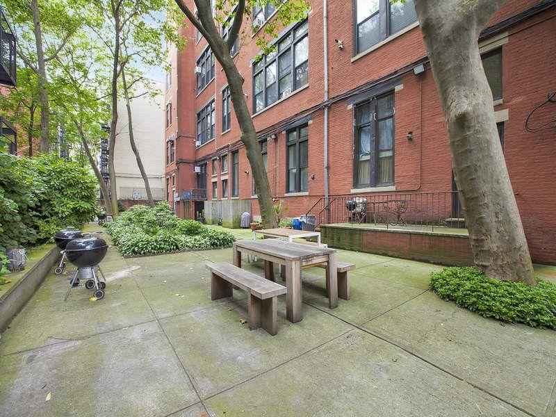 Courtyard garden at Magnolia Mansion in NYC - Apartments for sale