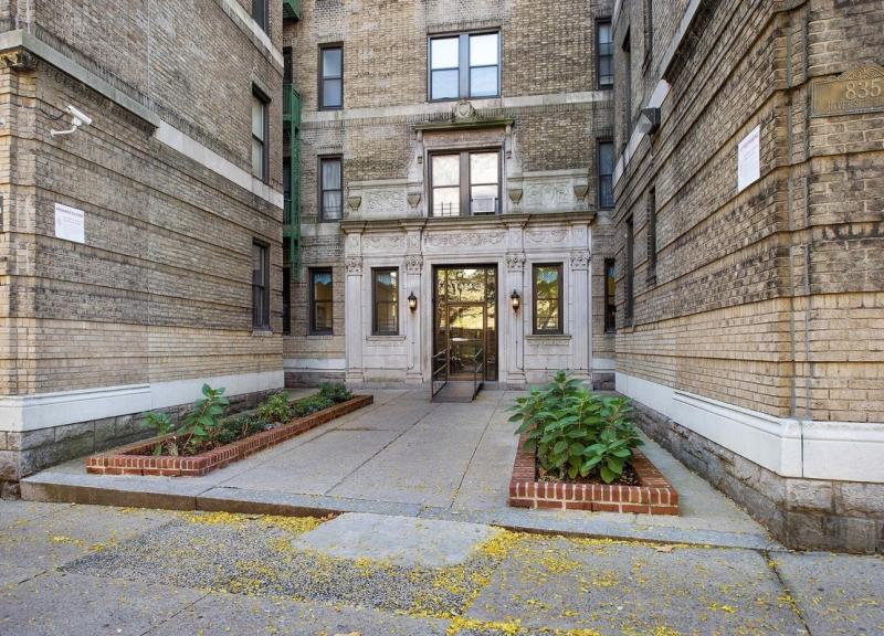 Entrance - Riverside Drive Condominiums - Washington Heights Condos