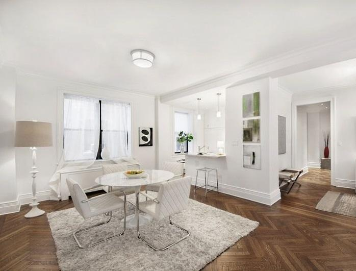 Apartments for sale at 905 West End Avenue in Upper West Side - Living Area