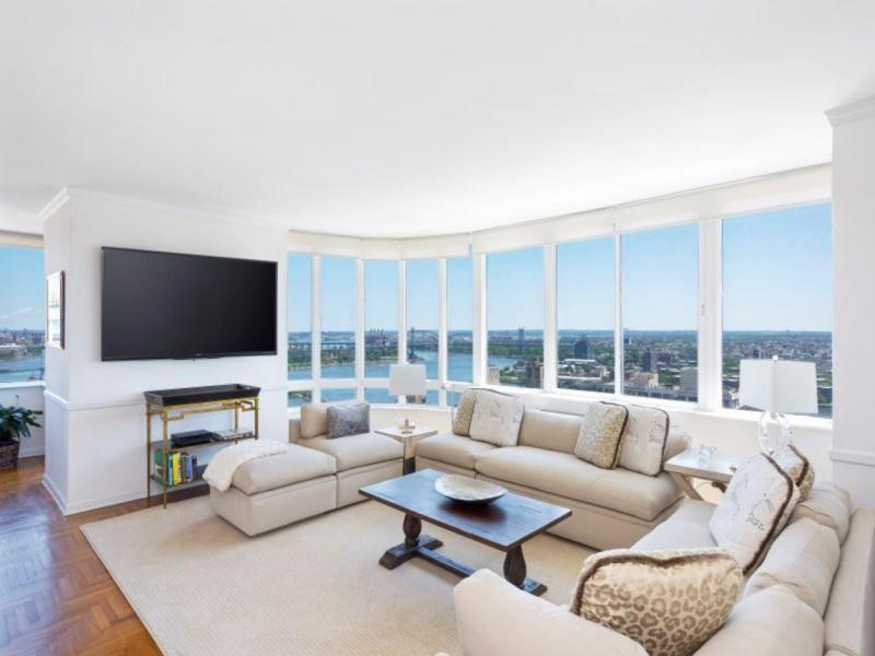 Living Room 86th Street apartments upper east side for sale. . classic6 in upper east