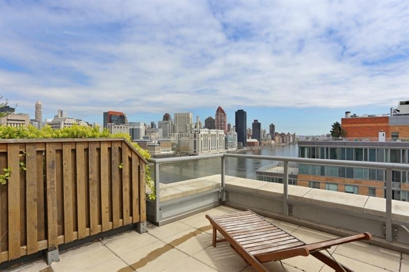 Riverwalk Court Rooftop Deck - 415 Main Street Condos for Sale