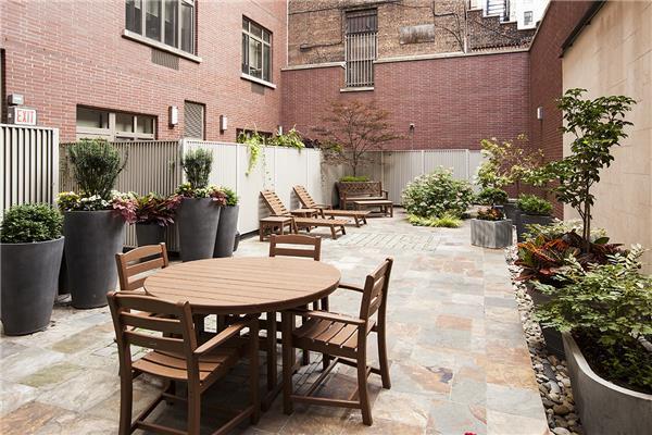 Apartments for sale at Verde Chelsea in Manhattan - Garden